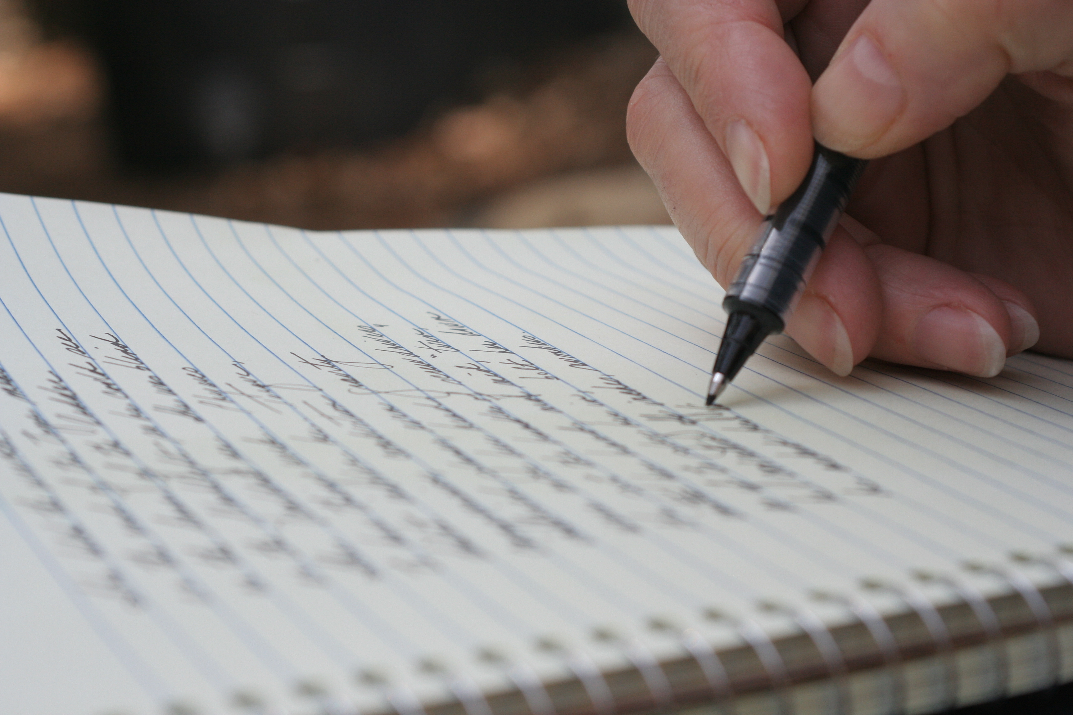 Картинка с листом бумаги и ручкой